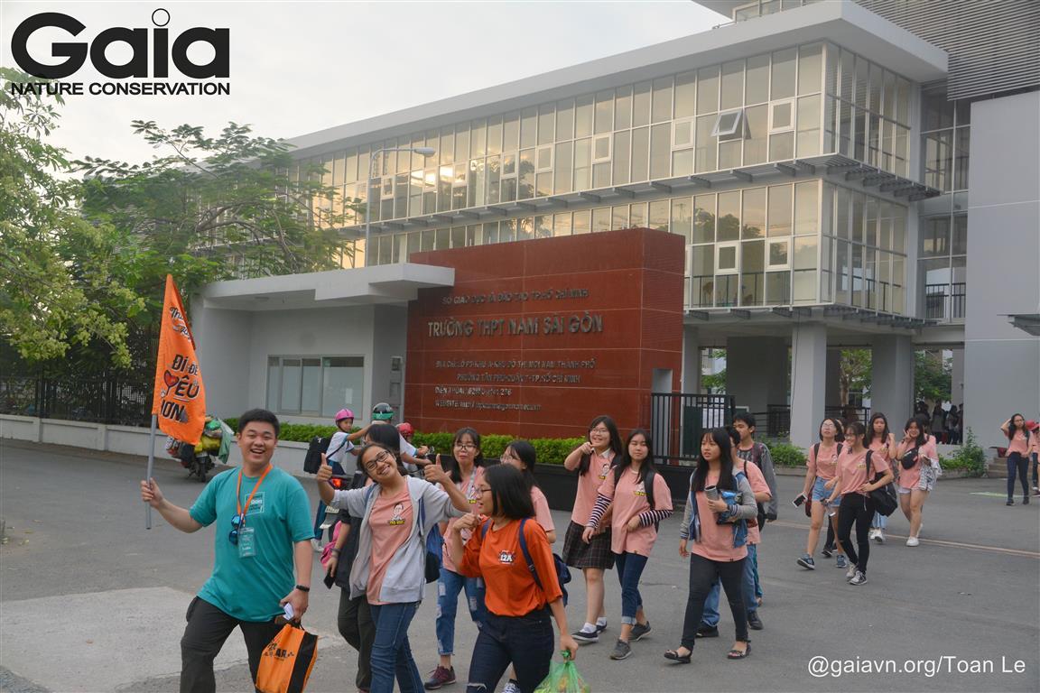 Học sinh hào hứng bắt đầu tham gia hành trình.