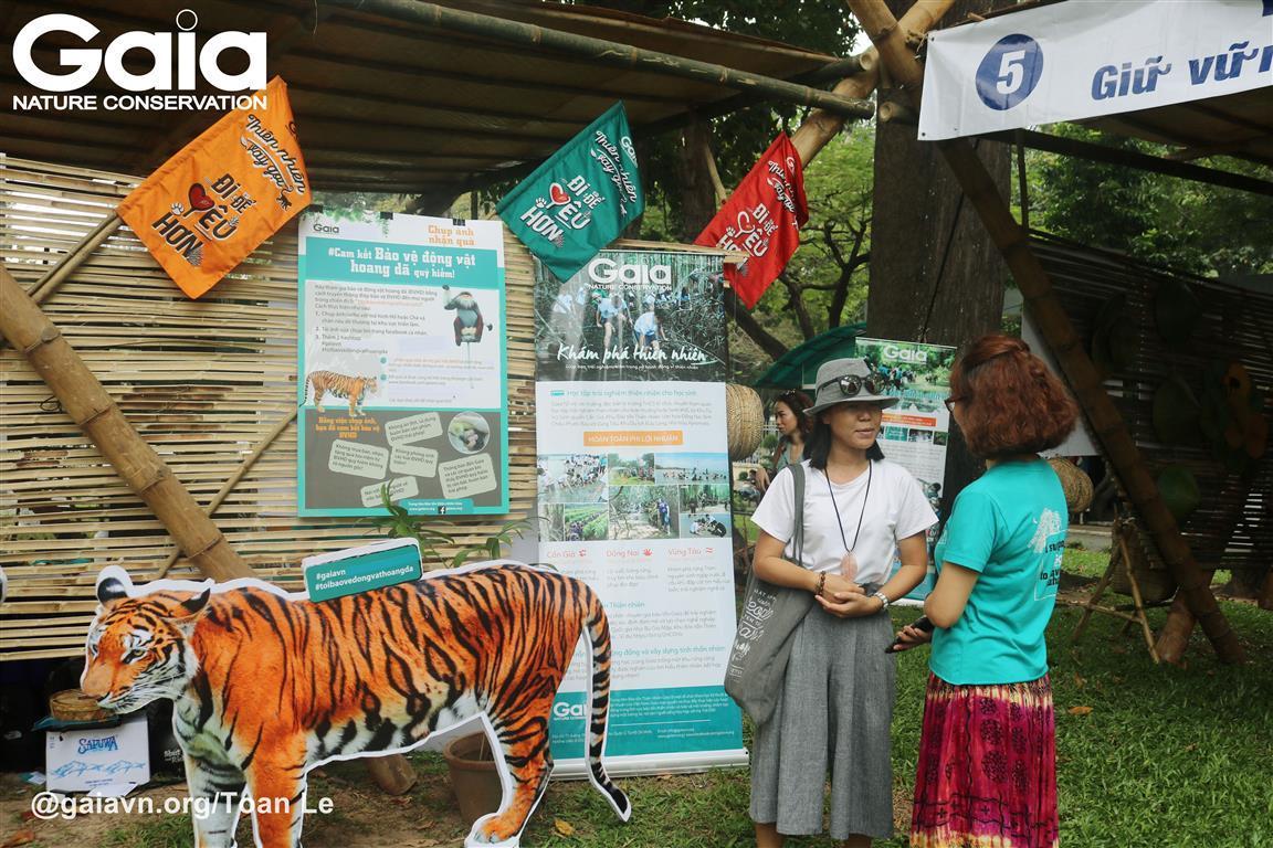 Khách tham quan tìm hiểu hoạt động bảo tồn thiên nhiên cùng Gaia.