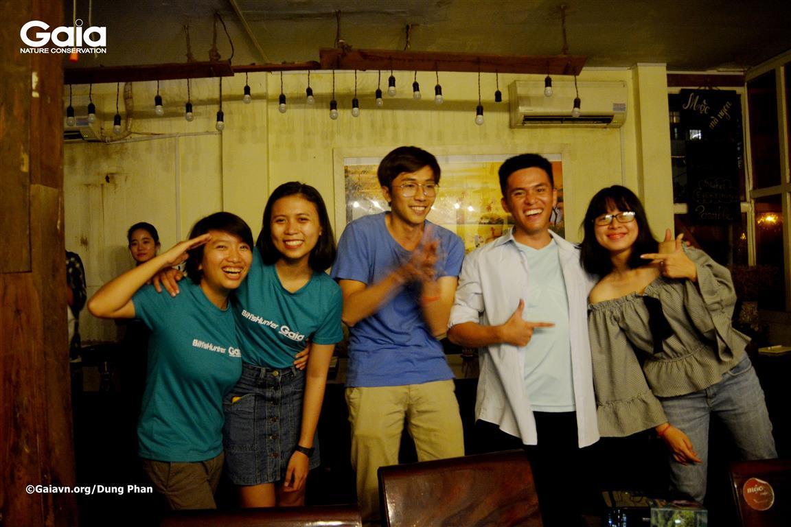 Hòa mình vào bài hát: Đi để yêu hơn, do anh Hồ Nhật Hà sáng tác tại Trại Sinh thái: Đi và Trải nghiệm Xanh.