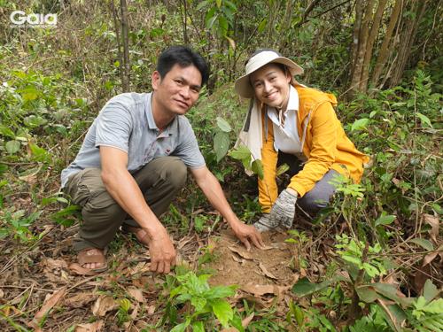 Hào hứng trồng rừng Bạch Mã và gửi lời yêu thương đến cây mới trồng