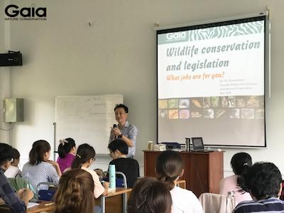 Thầy Lê Thanh Hiền – Giảng viên khoa Thú Y tiên tiến trường Đại học Nông Lâm thành phố Hồ Chí Minh giới thiệu nội dung buổi học.