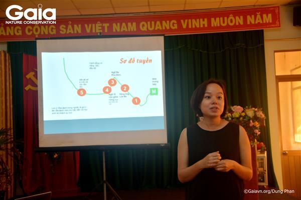 Bà Bùi Mỹ Trang, Đại diện nhà tài trợ HSBC giới thiệu dự án và khích lệ học viên.