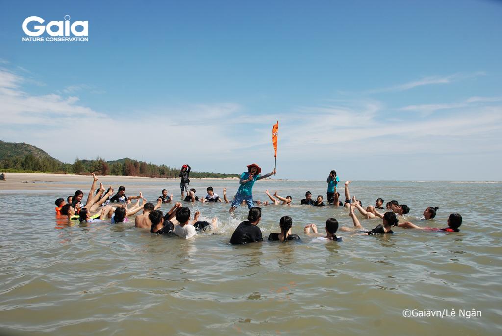 Trò chơi xây dựng tinh thần nhóm ngoài biển