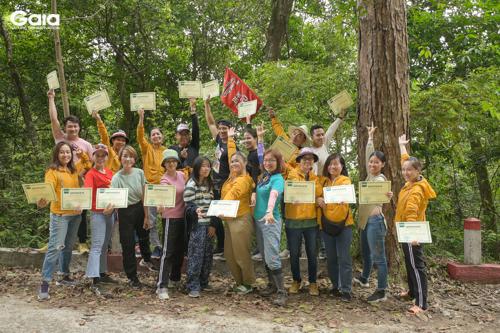 Xúc động trao giấy chứng nhận trong yêu thương giữa rừng