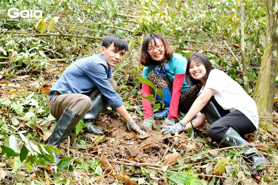 i diện Trung tâm Bảo tồn Thiên nhiên Gaia, Khu Bảo tồn Thiên nhiên Xuân Liên và Công ty Boo cùng trồng rừng Xuân Liên.