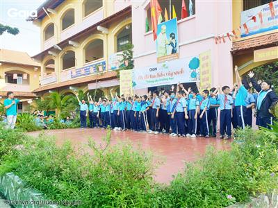 """Các em học sinh hào hứng tham gia hội thi """"Tìm hiểu cây xanh""""."""
