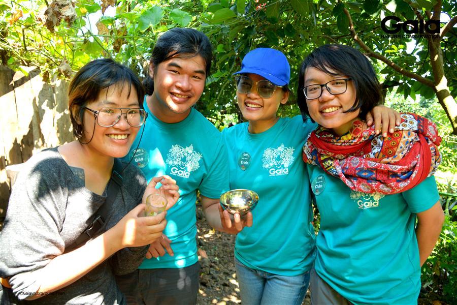 Thưởng trà hoa xuyến chi tại Núi lửa Chubluk.