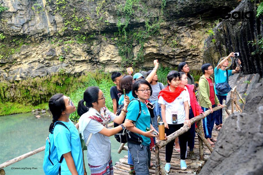 Chăm chú tìm hiểu thác Dray Nur liên kết hệ thống Núi lửa Chư Bluk.