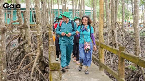 Trên đường đến Vườn Quốc gia Mũi Cà Mau