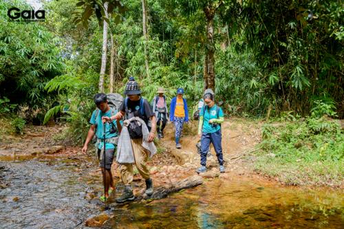 Băng rừng, vượt suối