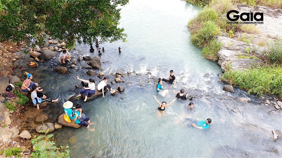 Vui thích tắm thác Dray Nur, một kỳ tích liên quan đến núi lửa.