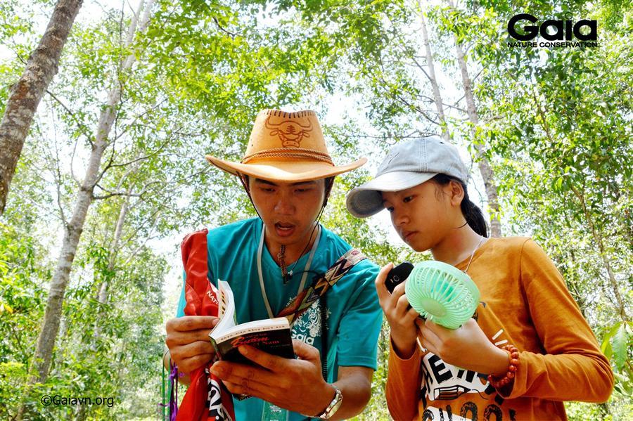 Trẻ em hào hứng khám phá thiên nhiên tại Đồng Nai.