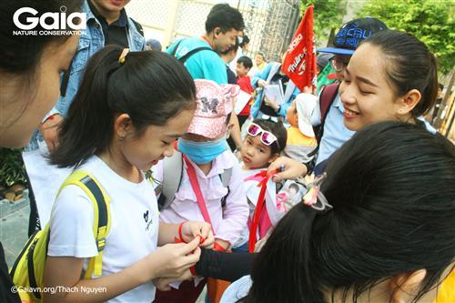 Các bạn nhỏ được chia thành 6 nhóm khác nhau để tham gia các hoạt động.