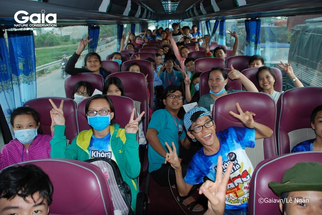Học sinh hào hứng giao lưu trên suốt đường đi