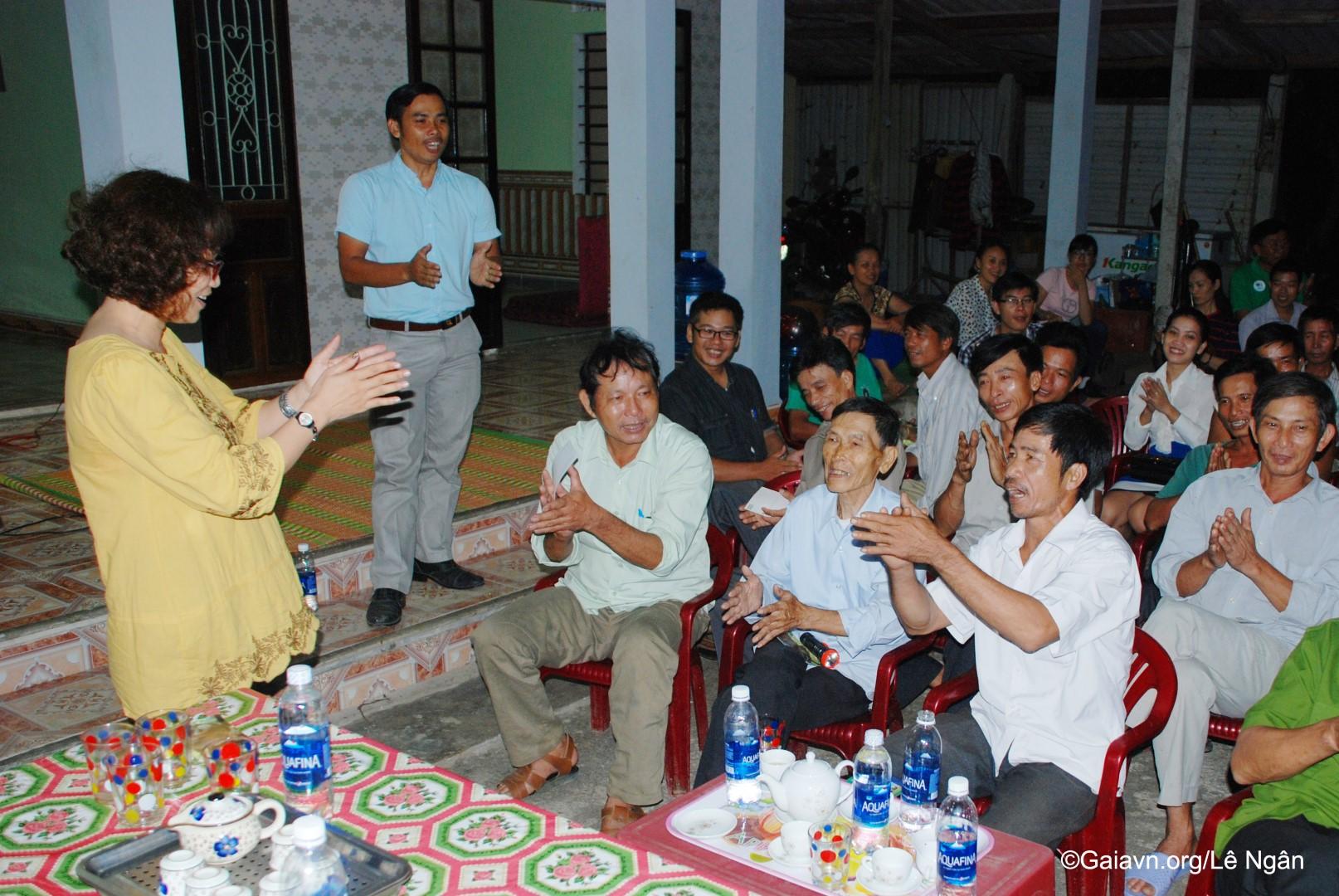 Tham gia buổi truyền thông với cộng đồng địa phương tại thôn Khe Su