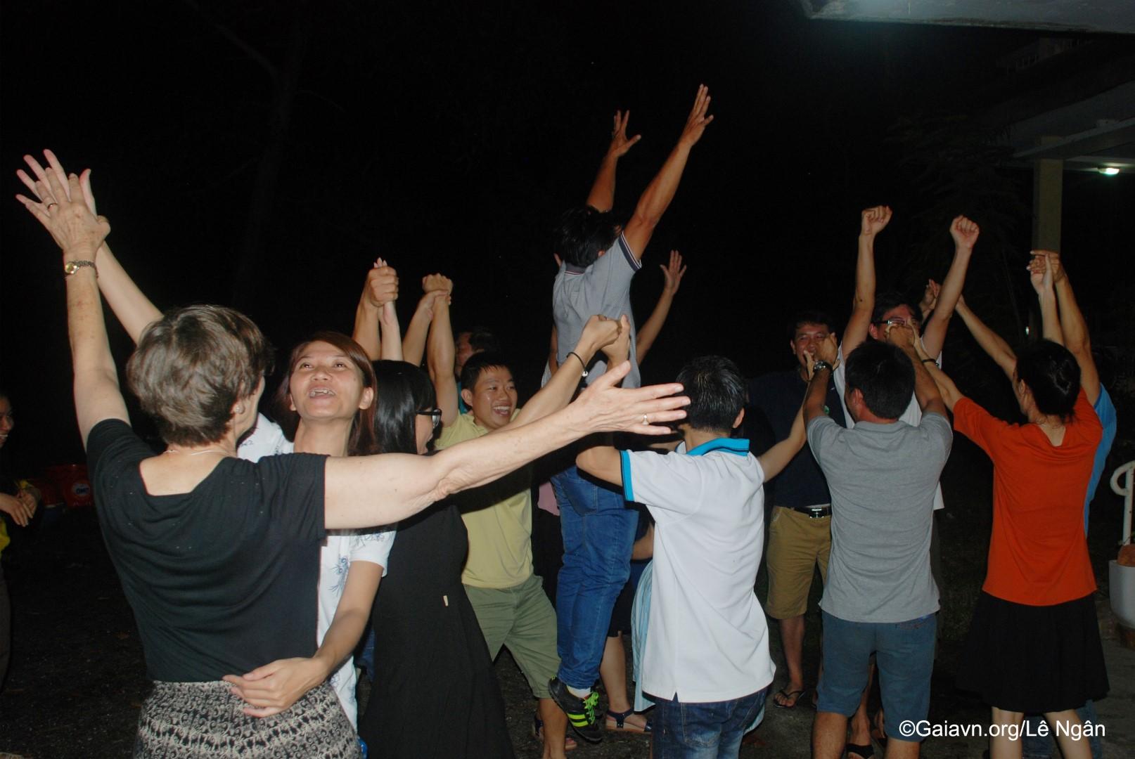 Học viên vui chơi trong đêm Gala