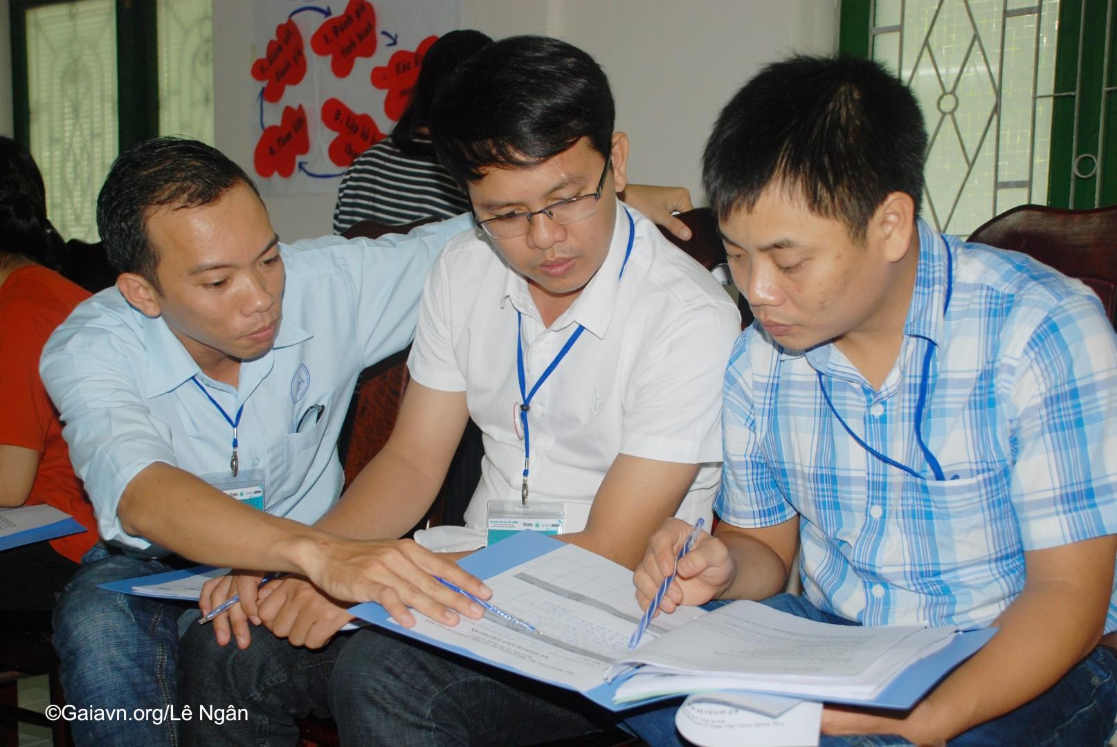Học viên trao đổi kế hoạch thực hiện Giáo dục môi trường tại đơn vị mình
