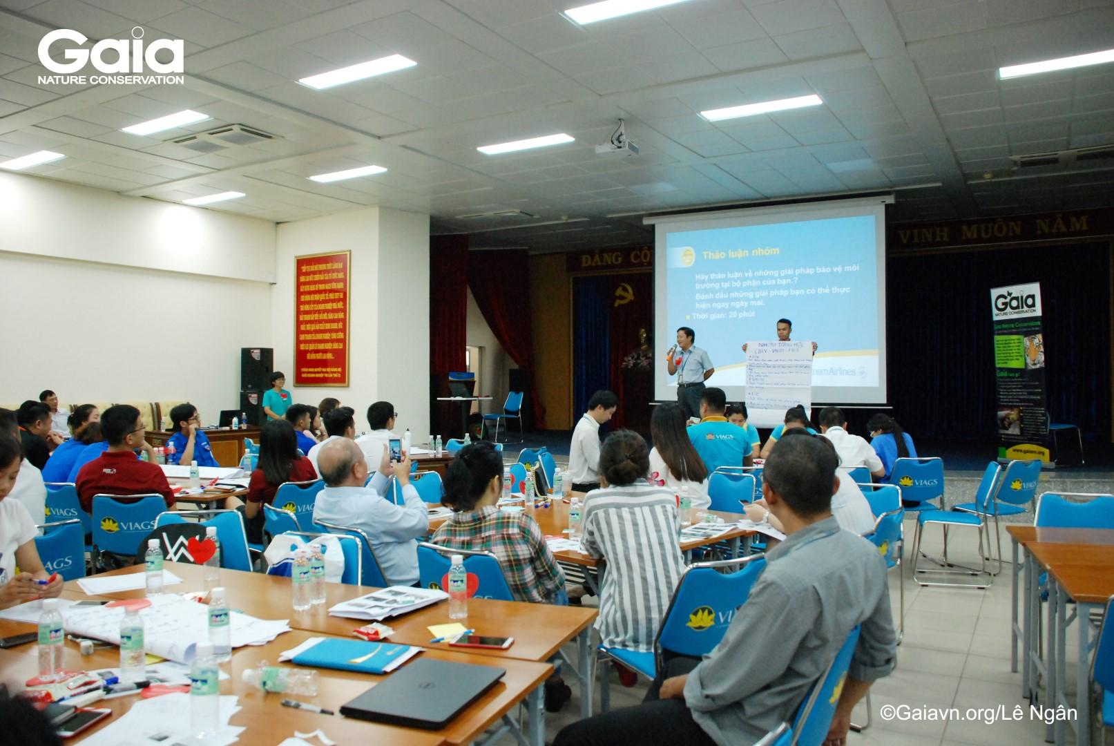 Một hoạt động tại tập huấnTrình bày sáng kiến bảo vệ môi trường tại đơn vị